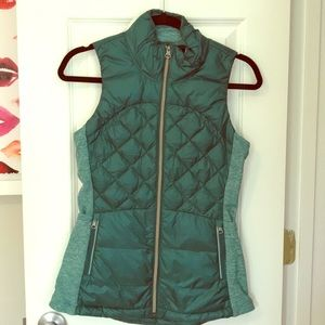 Lululemon green Down for a Run vest, size 4